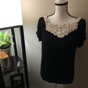 Wrapper Black x Ivory Flower Short Sleeve Blouse